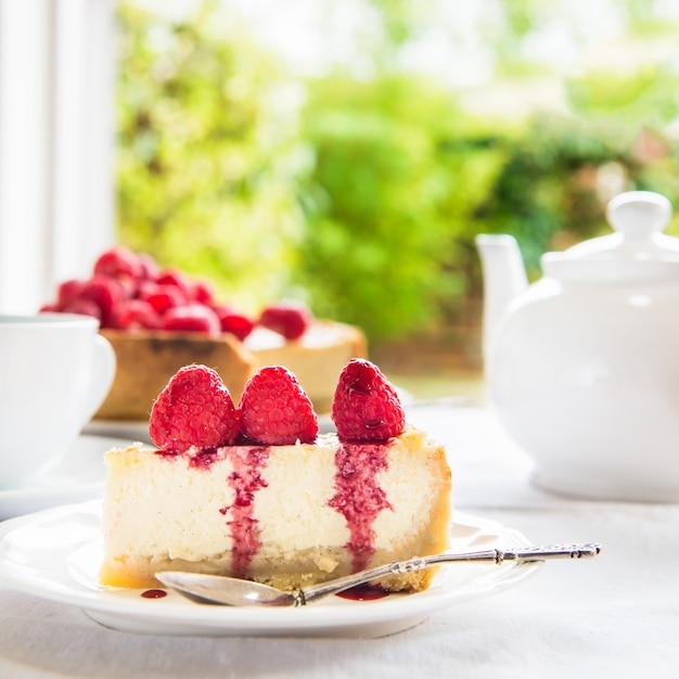 Cheesecake de baunilha caseira com framboesas Foto Premium