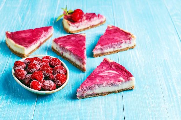 Cheesecake de framboesa caseiro com mel. Foto gratuita