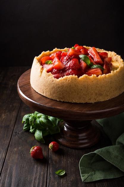 Cheesecake de morango com manjericão Foto Premium