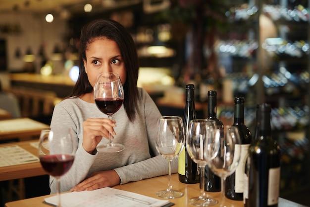 Cheiro de vinho Foto gratuita