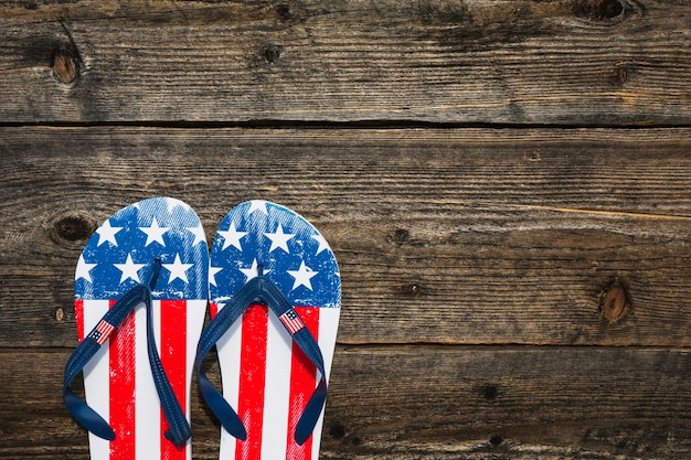Chinelos no estilo da bandeira americana Foto gratuita