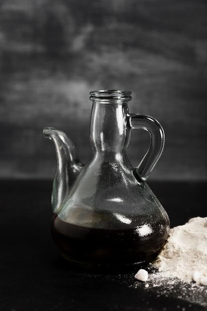Chocolate derretido em um jarro moderno Foto gratuita