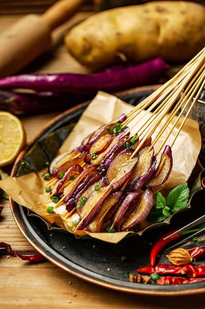 Churrasco de carne de porco frango frango marisco china Foto Premium