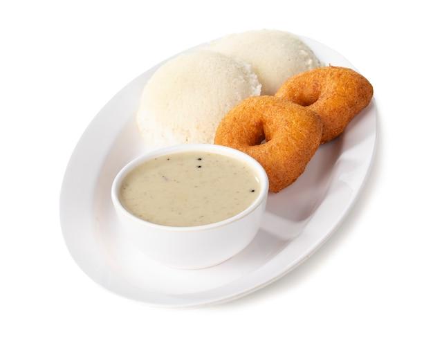 Chutney de idli, sambar, vada e coco, café da manhã no sul da índia Foto Premium