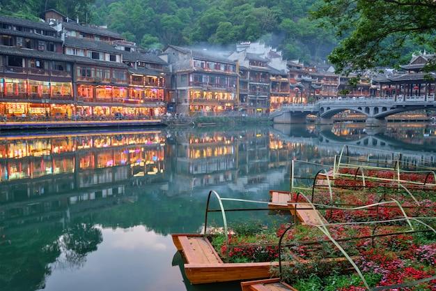 Cidade antiga de feng huang (cidade antiga de phoenix), china Foto Premium