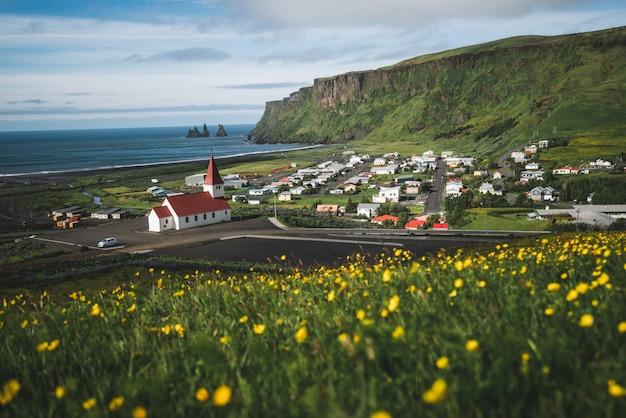 Cidade bonita de vik mim myrdal islândia no verão. Foto Premium