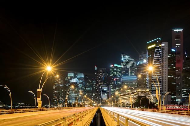 Cidade de singapura, marina bay finance e trade zone do fundo de noite moderna cidade Foto Premium