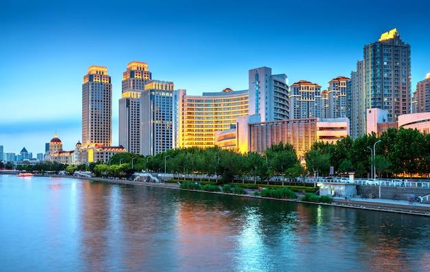 Cidade de tianjin, china, visão noturna Foto Premium