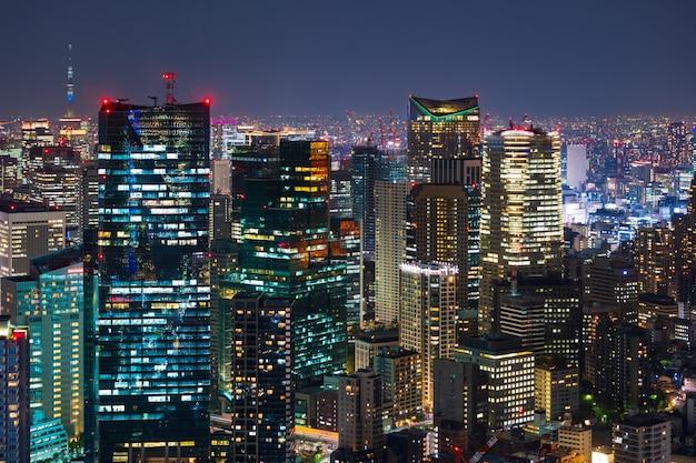 Cidade de tóquio no crepúsculo, japão Foto Premium