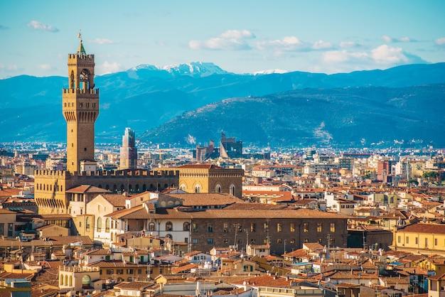 Cidade de toscany de florença em itália do norte. arquitetura da cidade adiantada da mola. Foto Premium