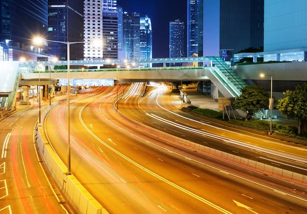 Cidade moderna à noite Foto Premium