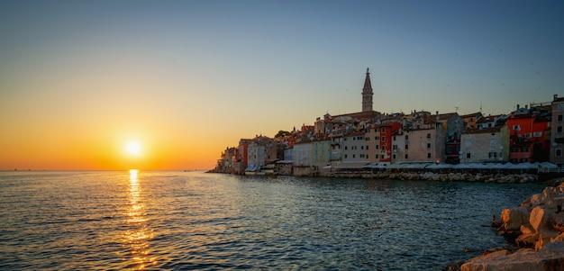 Cidade velha romântica de rovinj na croácia, europa. Foto Premium
