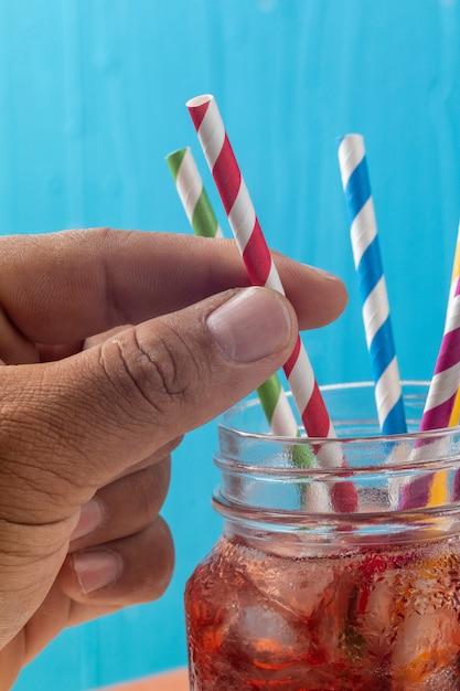 Cima, de, coloridos, palha, em, vidro Foto Premium