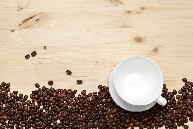 Cima, de, feijões café, ligado, um, madeira, fundo Foto Premium