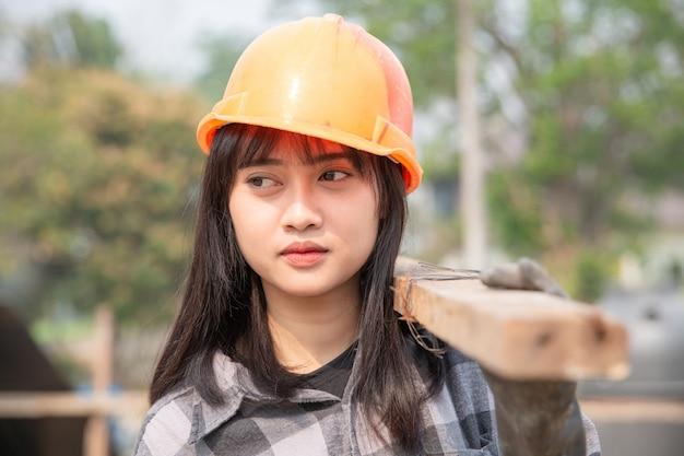 Cima, de, trabalhador construção, em, local construção Foto gratuita
