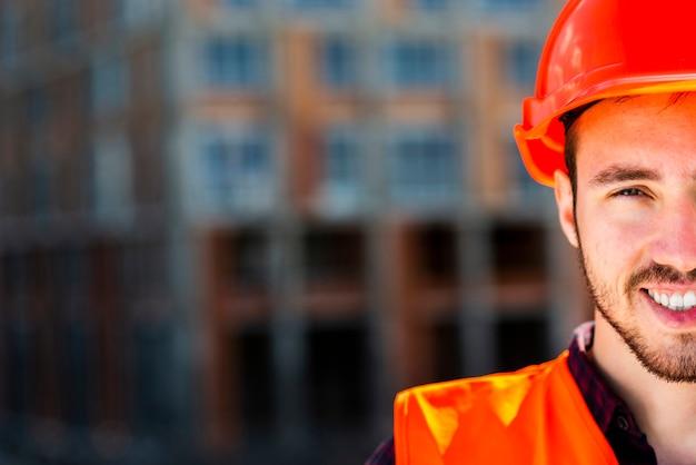 Cima, retrato, de, trabalhador construção, olhando câmera Foto Premium