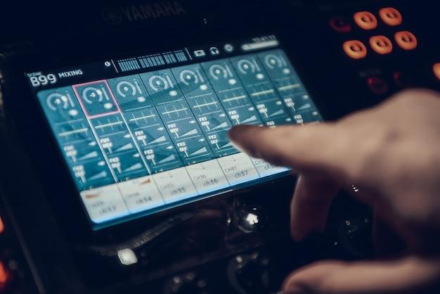 Cima, som, engenheiro, registro, canção, em, estúdio Foto Premium