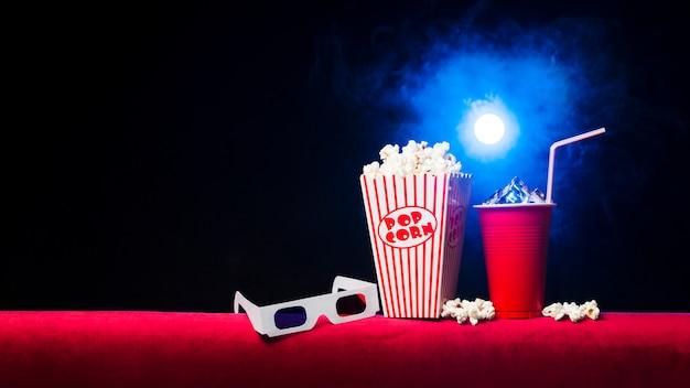 Cinema com caixa de pipoca Foto gratuita