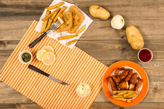 Círculo de pratos fritos e ingredientes para cozinhar Foto gratuita