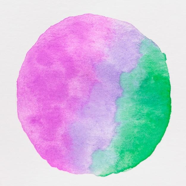Círculo feito com tinta de cor de água roxa e verde sobre fundo branco Foto gratuita