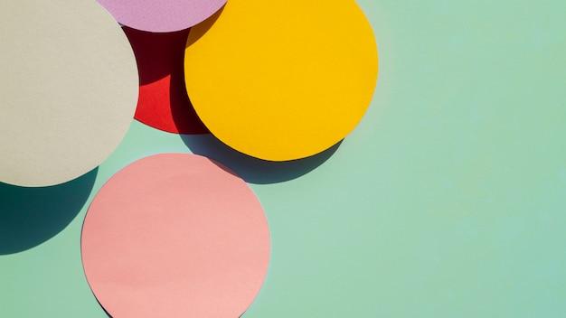 Círculos e cópia espaço papel fundo geométrico Foto gratuita