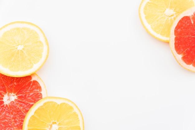 Círculos suculentos de laranja e toranja Foto gratuita
