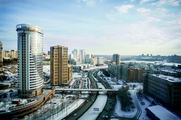 Cityscapes e estradas de novosibirsk, vista de cima no inverno Foto Premium