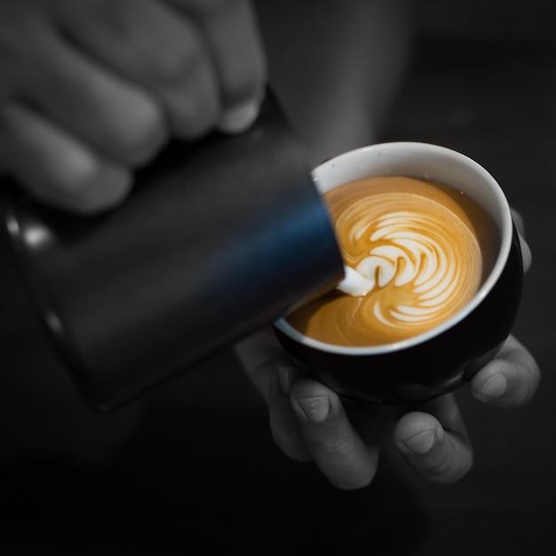 Classe latte cor presente barista Foto gratuita
