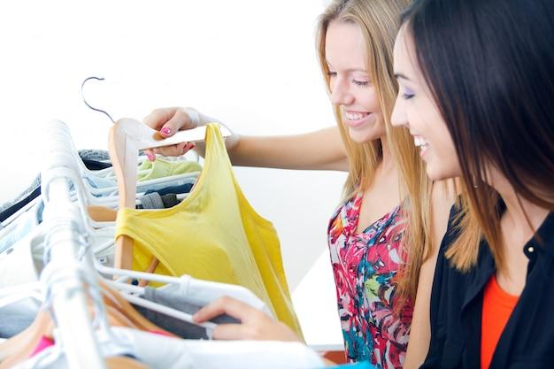 Cliente quarto shopaholic feliz shopping Foto gratuita
