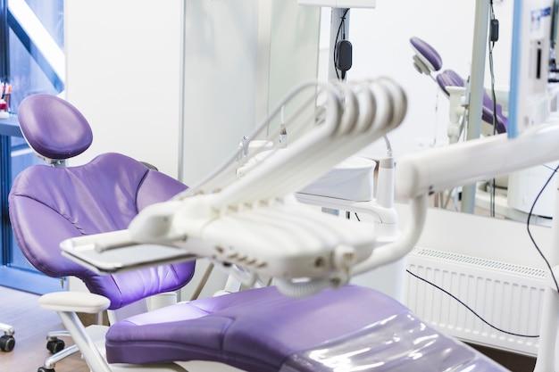 Clínica odontológica com equipamentos médicos Foto gratuita