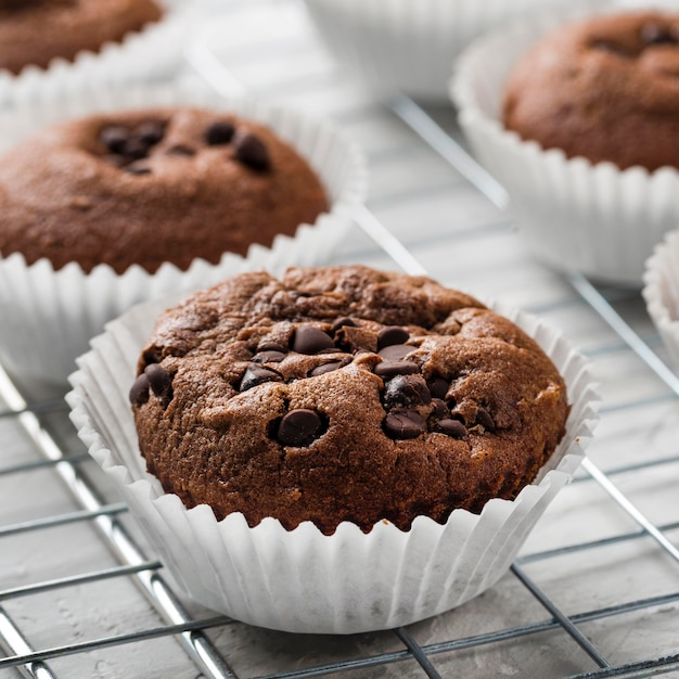 Close de cupcake saboroso de alta vista Foto gratuita
