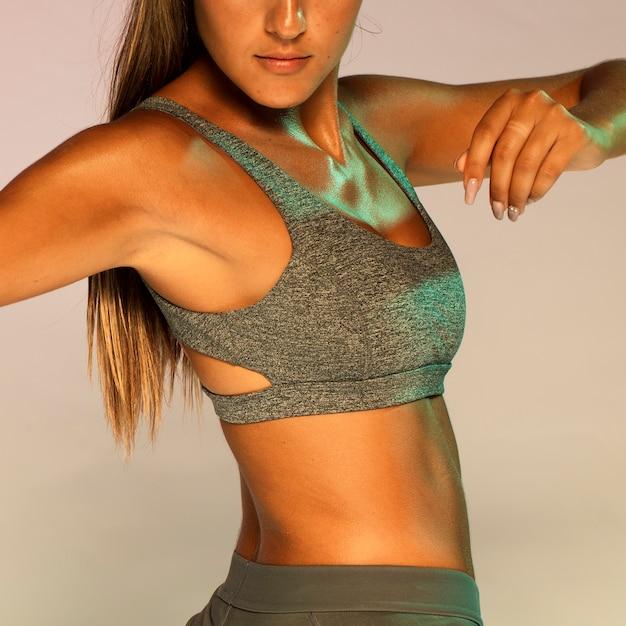 Close-up, ajustar, mulher, em, ginásio, paleto Foto gratuita
