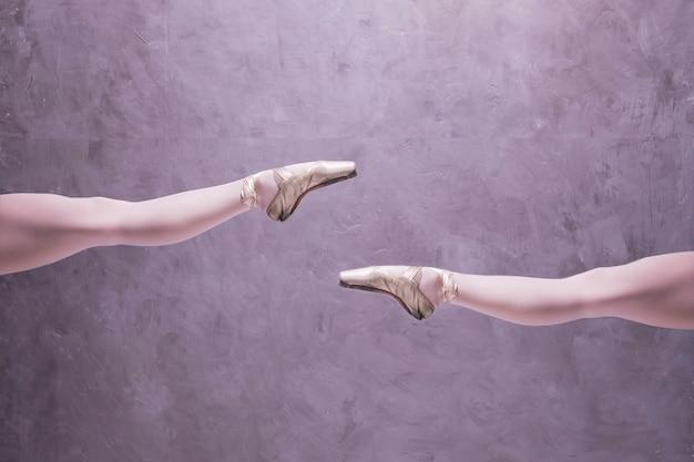 Close-up bailarina em sapatilhas Foto gratuita