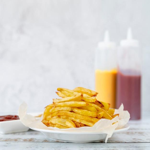Close-up, batatas fritas, ligado, um, prato Foto gratuita