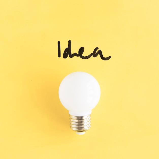 Close-up, branca, luz, bulbo, idéia, palavra, amarela, fundo Foto gratuita