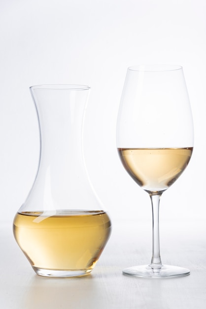Close-up, copo vinho branco, e, decanter Foto Premium