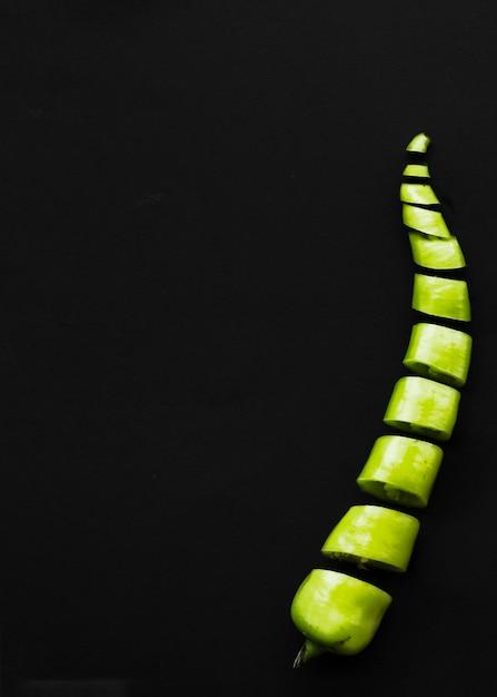 Close-up, cortado, verde, pimenta pimentão, ligado, pretas, superfície Foto gratuita