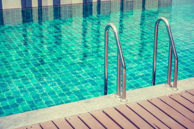 Close up da escada da piscina baixar fotos gratuitas for Piscina gratuita