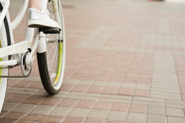 Close-up da parte inferior da bicicleta Foto gratuita