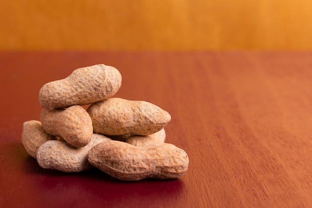 Close-up da pilha do ano novo chinês de amendoins Foto gratuita