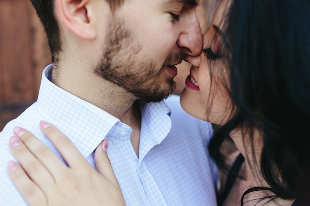 Close-up de amantes flertando Foto gratuita
