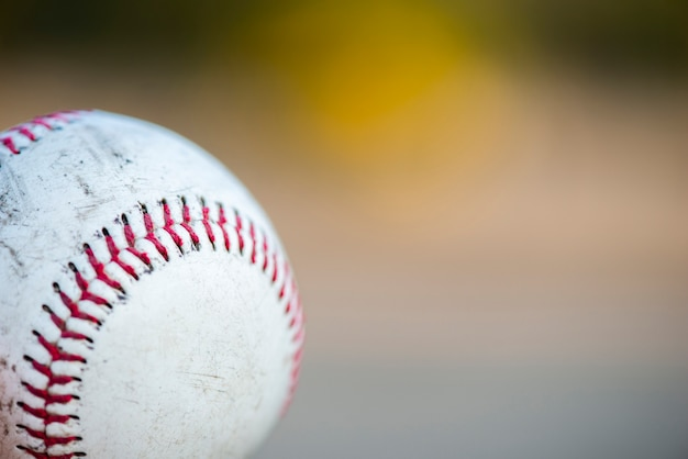 Close-up de beisebol com espaço de cópia Foto gratuita