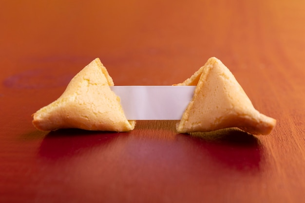 Close-up de biscoito da sorte chinês do ano novo Foto gratuita