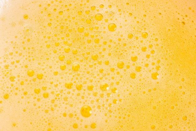 Close-up de bolhas de cerveja e espuma como pano de fundo Foto Premium