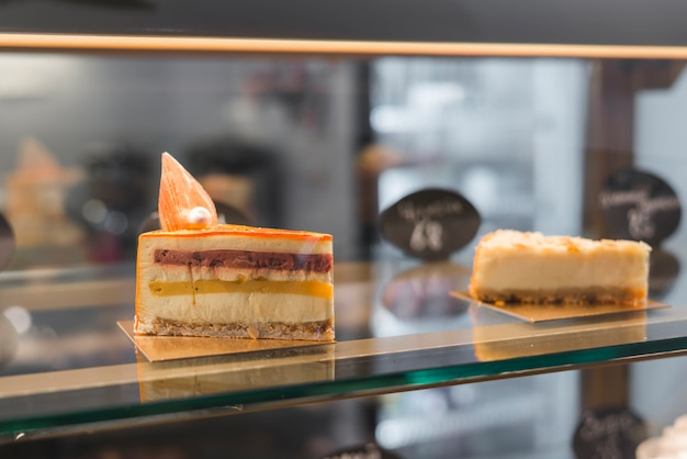 Close-up, de, bolo, fatias, em, a, loja café Foto gratuita
