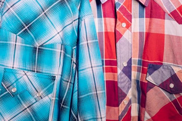 Close-up de camisa xadrez azul e vermelha Foto gratuita