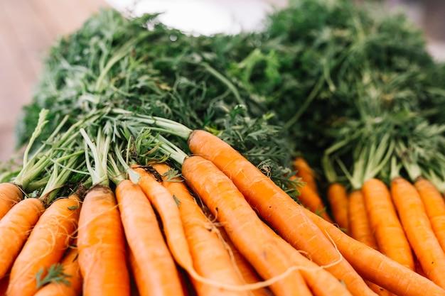 Close-up, de, cenoura, vegetal, com, folhas Foto gratuita
