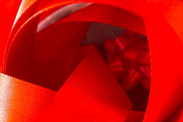 Close-up, de, curvado, mancha vermelha, fita Foto gratuita