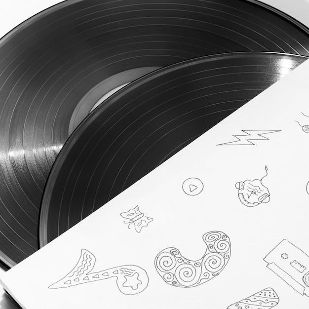 Close-up de discos de discos de vinil no seu caso Foto gratuita