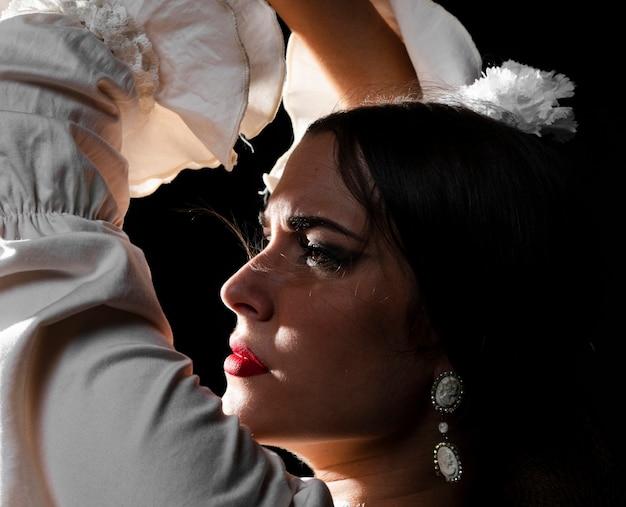 Close-up, de, flamenca, levantamento, mãos Foto gratuita